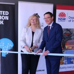UoN VC Prof Caroline McMillen and Parliamentary Secretary for the Hunter Scot MacDonald MLC cutting the ribbon at DAS18 Hub